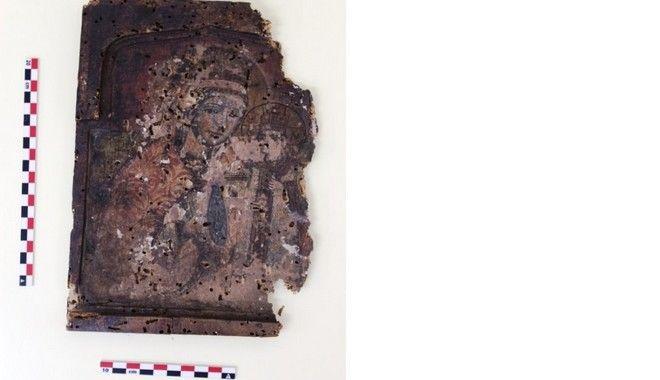 Μάνα και γιος που πέθαναν είχαν 380 εικόνες ιστορικής αξίας στο σπίτι τους
